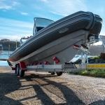 Sistema multi-rodillos, barco perfectamente sentado en el remolque